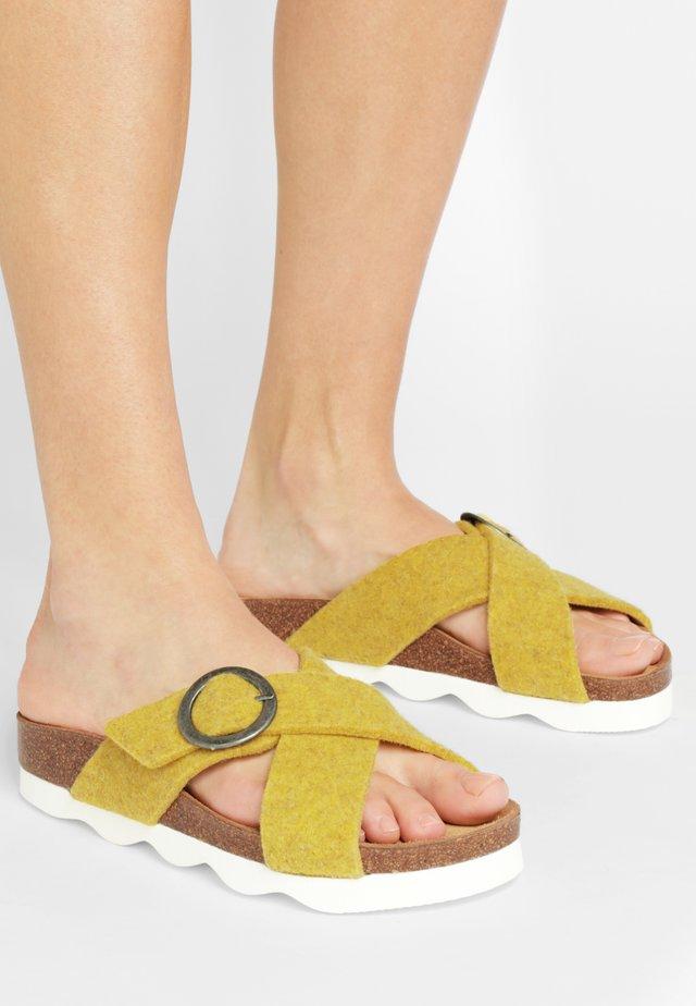 SHEPHERD SANDAL MARIANNE - Pantolette flach - yellow