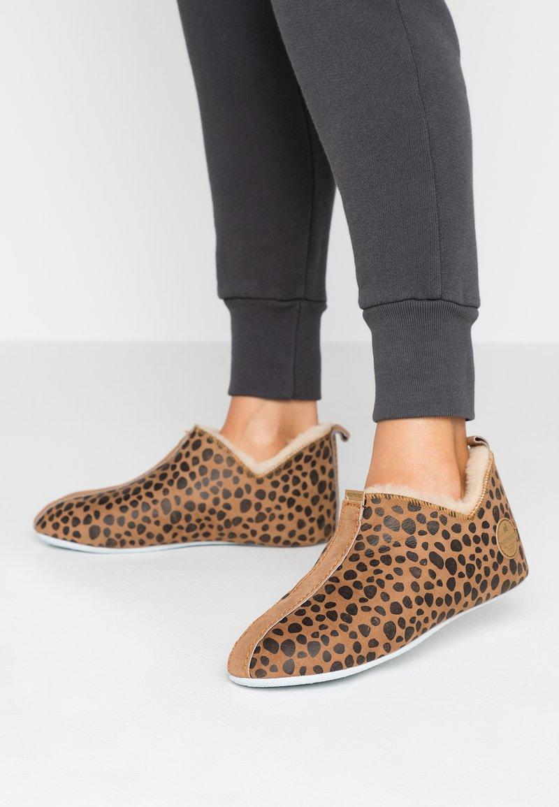 Shepherd - LINA - Slippers - mottled brown