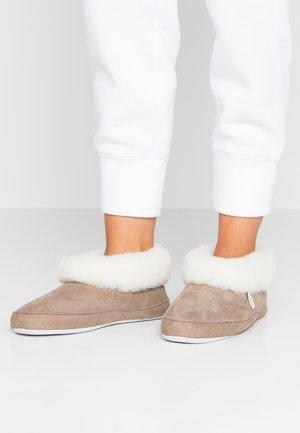 EMMY - Slippers - stone/white