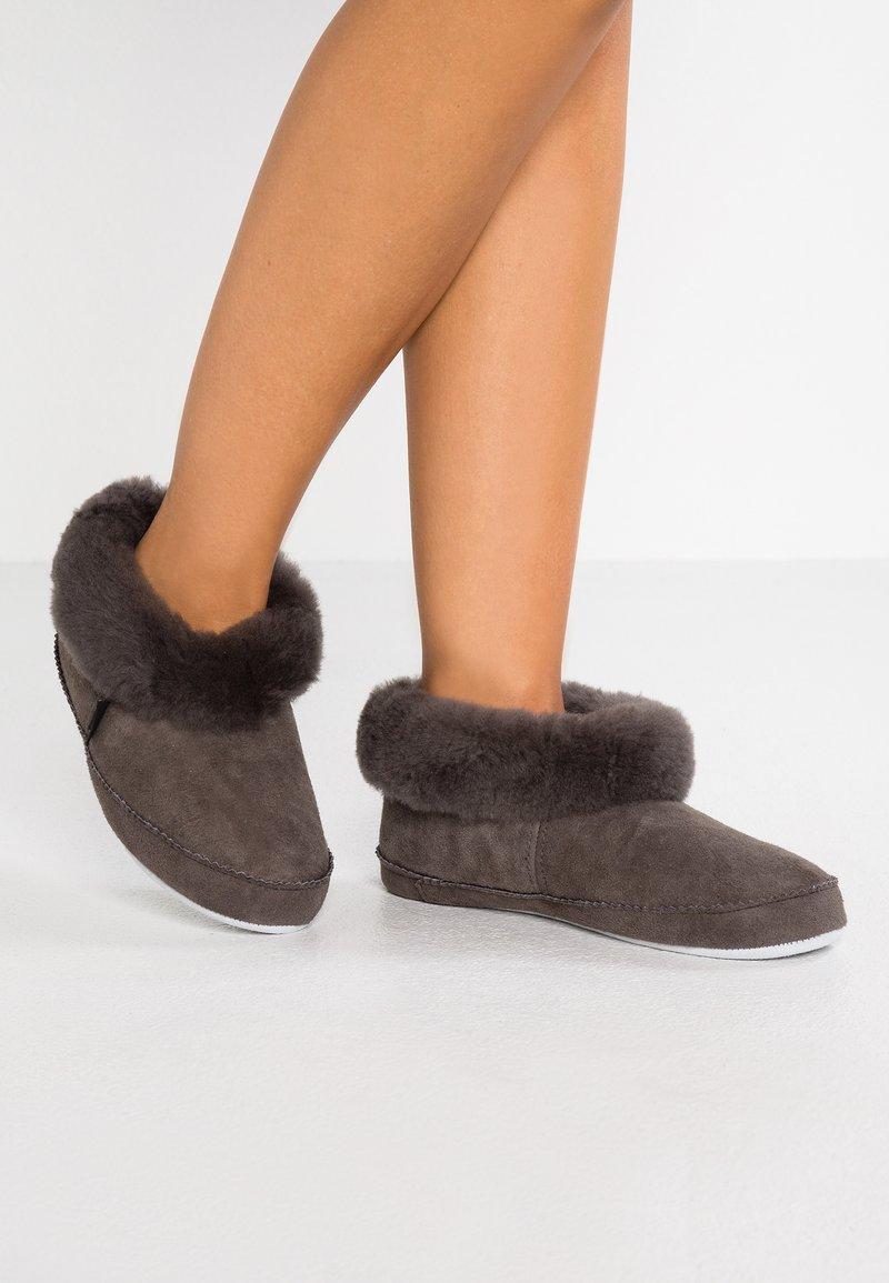 Shepherd - EMMY - Slippers - asphalt