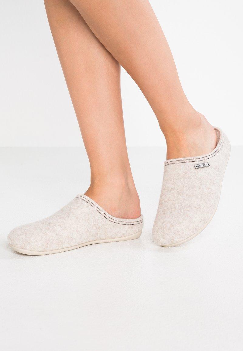 Shepherd - CILLA - Domácí obuv - beige