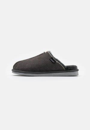 KARLA - Pantofole - asphalt