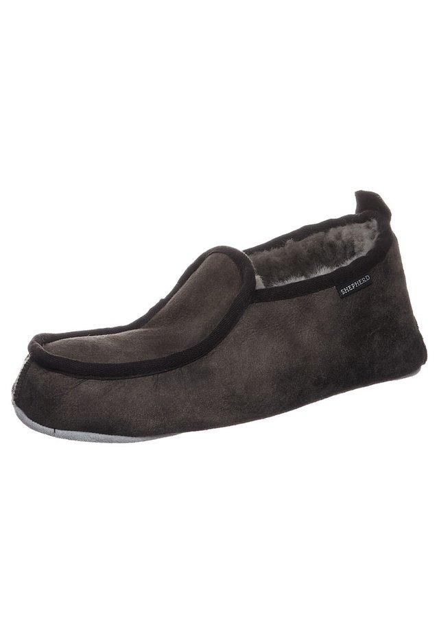 MALTE - Domácí obuv - antique stone