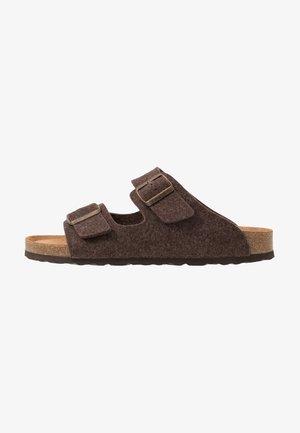 MIKAEL - Domácí obuv - moro