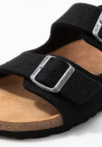 Shepherd - MIKAEL - Domácí obuv - black - 5