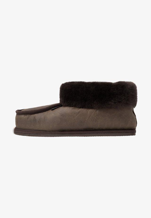 KRISTER - Slippers - oiled antique/moro