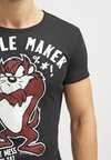 LOGOSHIRT - LOONEY TUNES TROUBLE MAKER - T-shirt med print - black