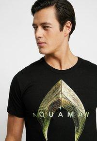 LOGOSHIRT - DC AQUAMAN LOGO - Print T-shirt - black - 4