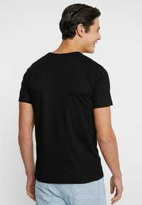 LOGOSHIRT - DC AQUAMAN LOGO - Print T-shirt - black - 2