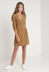 See u Soon - DRESS - Sukienka letnia - brassy - 1
