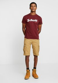 Schott - LOGO 2 PACK - T-shirt con stampa - khaki/bordeaux - 0