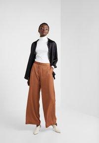 2nd Day - Pantaloni - brown - 1