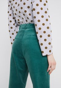 2nd Day - CURTIS - Pantalones - posy green - 4
