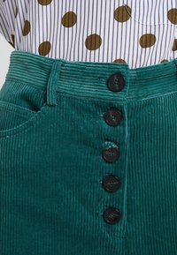 2nd Day - CURTIS - Pantalones - posy green - 6