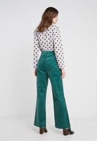 2nd Day - CURTIS - Pantalones - posy green - 2