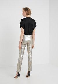 2nd Day - RENE - Pantalon en cuir - silver - 2