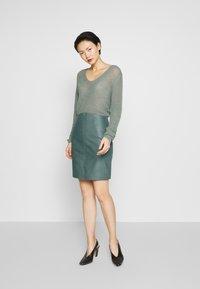 2nd Day - ELECTRA - Pouzdrová sukně - sagebrush - 1