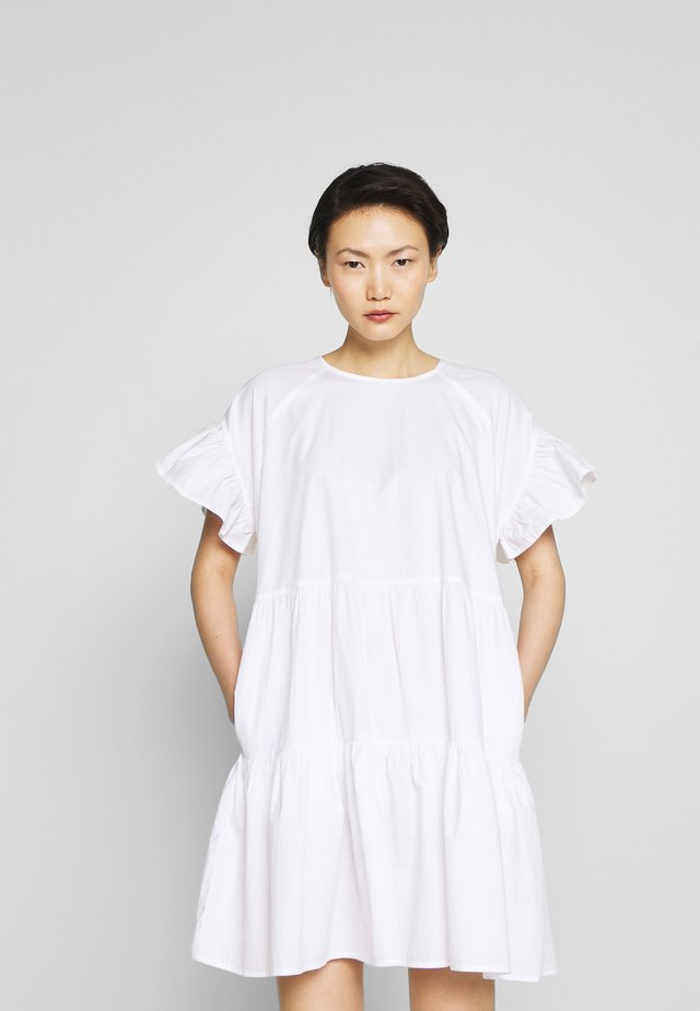 LORETTA - Korte jurk - white