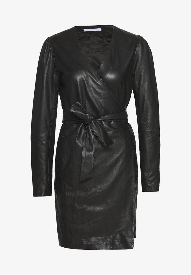 ELECTRA - Sukienka etui - black