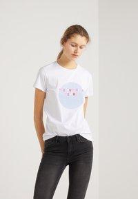 2nd Day - FUTURA - T-shirts med print - white - 0