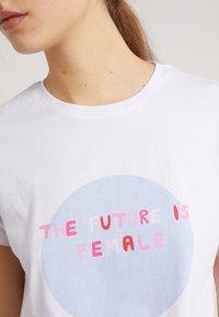2nd Day - FUTURA - T-shirts med print - white - 4