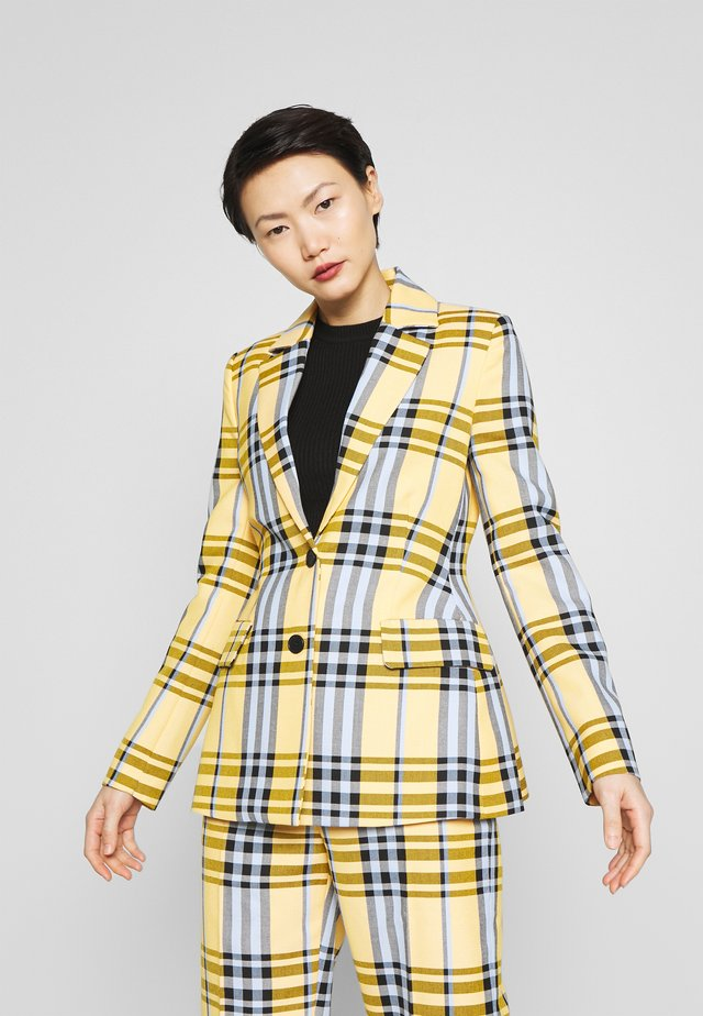 BLINIE DASHING - Blazer - banana