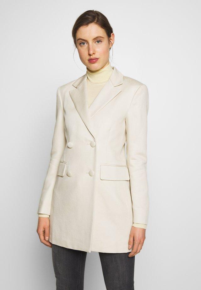 ANNIE THINKTWICE - Krótki płaszcz - broken white