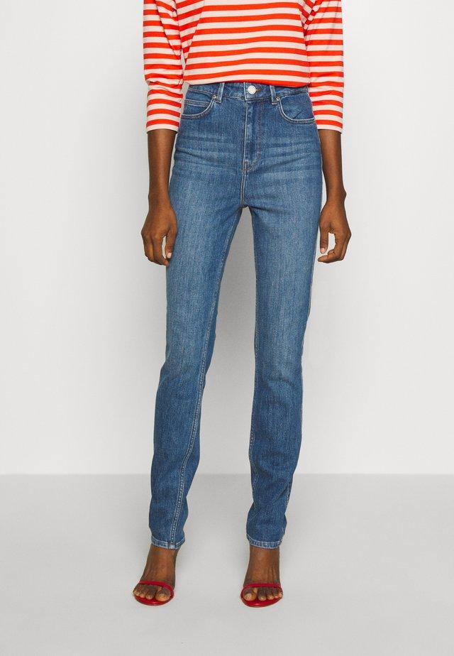 SADIE THINKTWICE - Jeans Slim Fit - mid blue