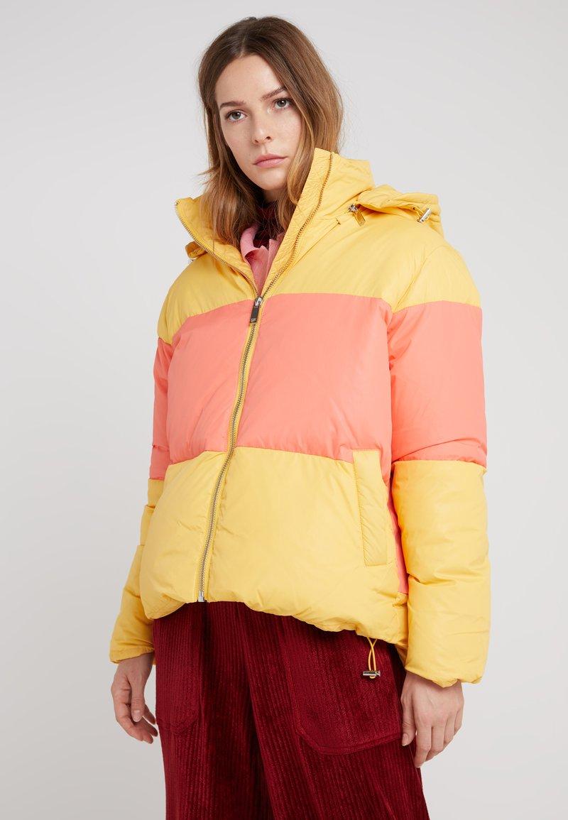 2nd Day - DOUBT - Abrigo de invierno - buff yellow