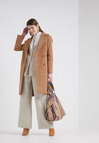 2nd Day - Zimní kabát - golden camel - 1