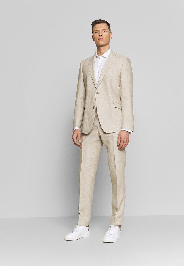 ACON STIRLING SET - Kostuum - beige