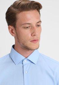 Strellson - SANTOS - Overhemd - hell blau - 5