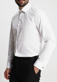 Strellson - SANTOS UMA SLIM FIT - Camicia elegante - white - 3