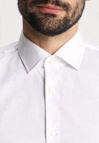Strellson - SANTOS UMA SLIM FIT - Camicia elegante - white - 5