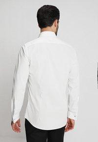 Strellson - SANTOS UMA SLIM FIT - Camicia elegante - white - 2