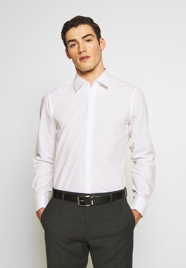 SILAN-UMA SLIM FIT - Formální košile - white