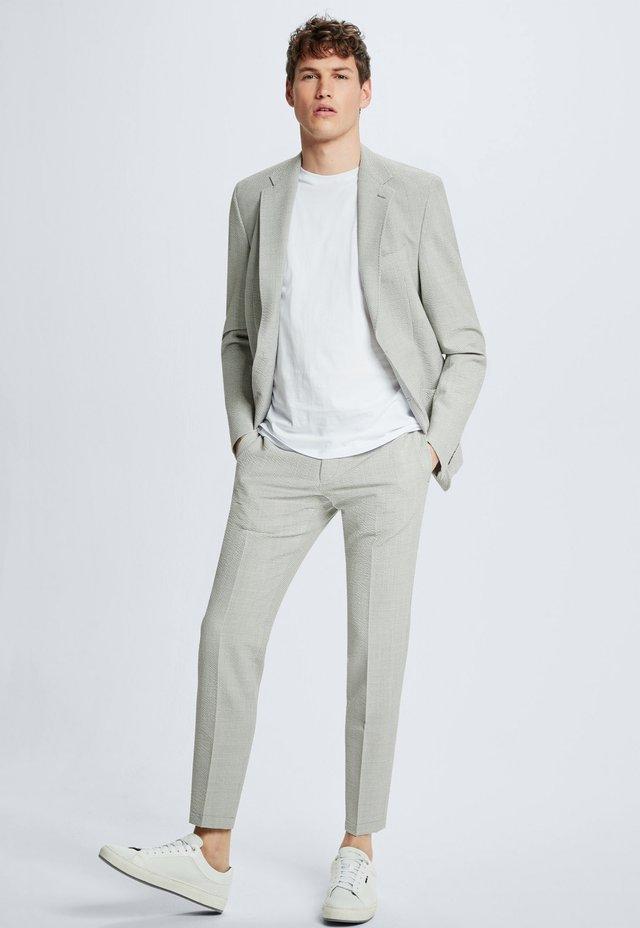 HOSE SARVE - Suit trousers - pastellgrau