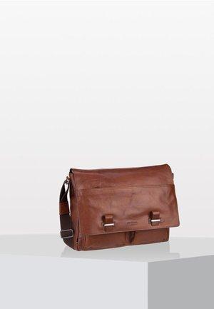 SUTTON MESSENGER  - Across body bag - cognac