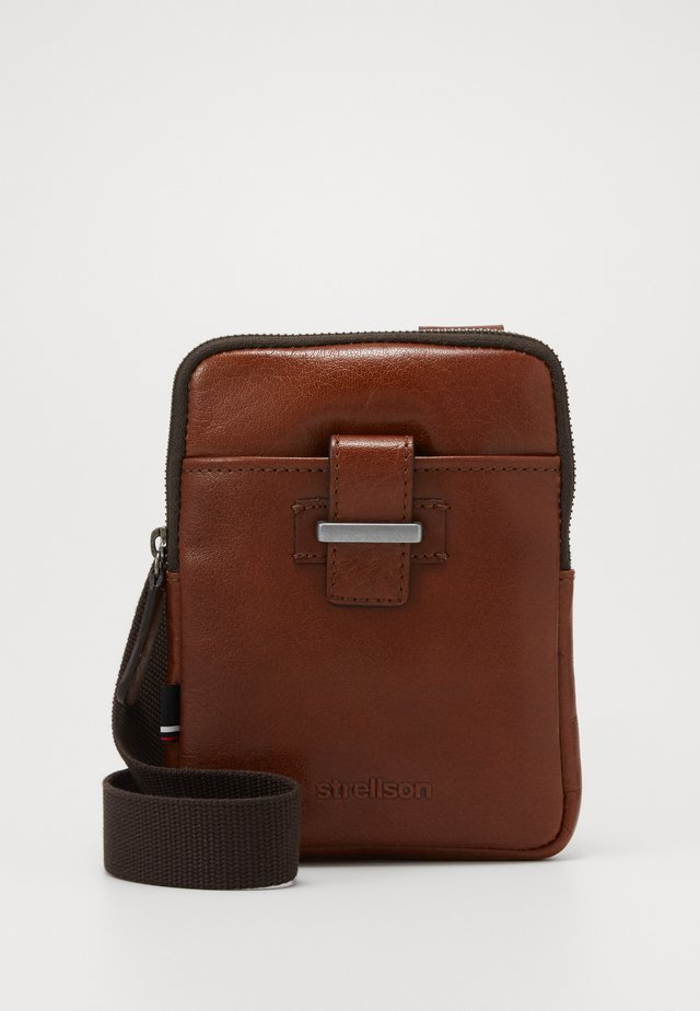 SUTTON SHOULDERBAG - Schoudertas - cognac