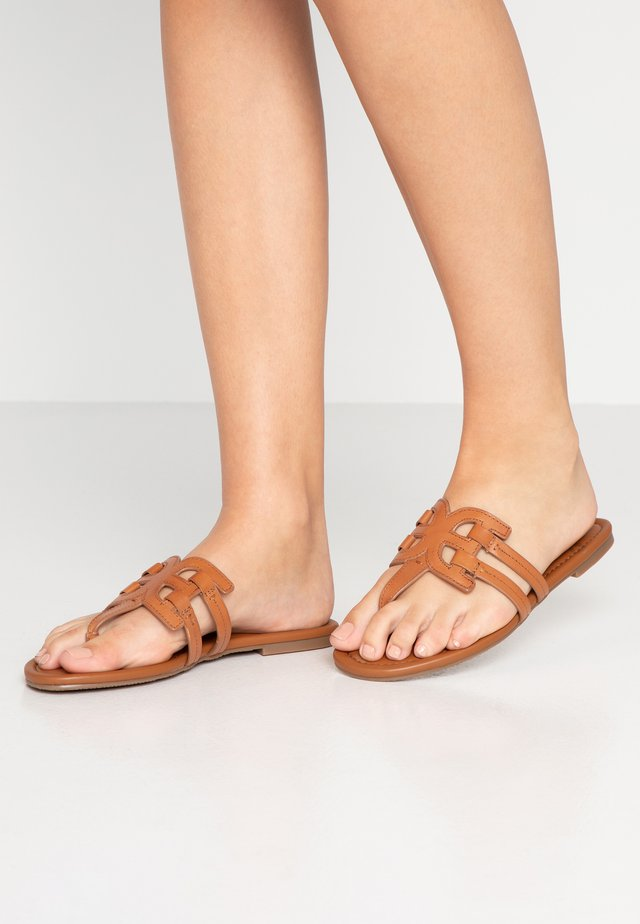 CARA - T-bar sandals - vaquero luggage