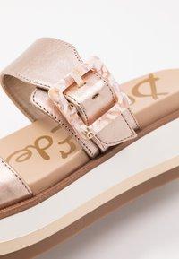Sam Edelman - AGUSTINE - Pantofle na podpatku - champagne - 2