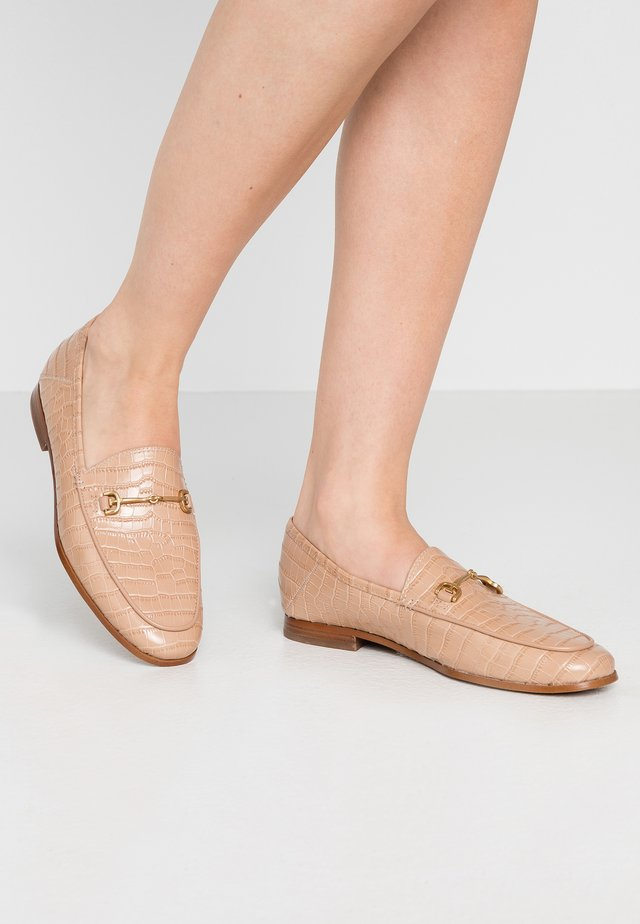 LORAINE - Slip-ons - toasted almond