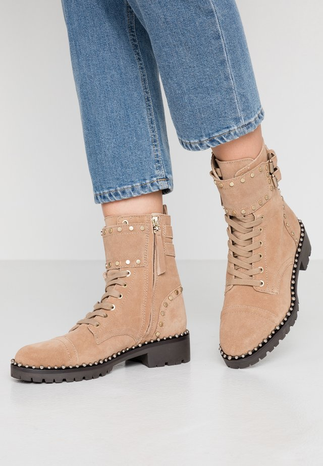 JENNIFER - Cowboy/biker ankle boot - oatmeal