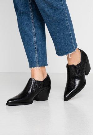 WALTON - Korte laarzen - black