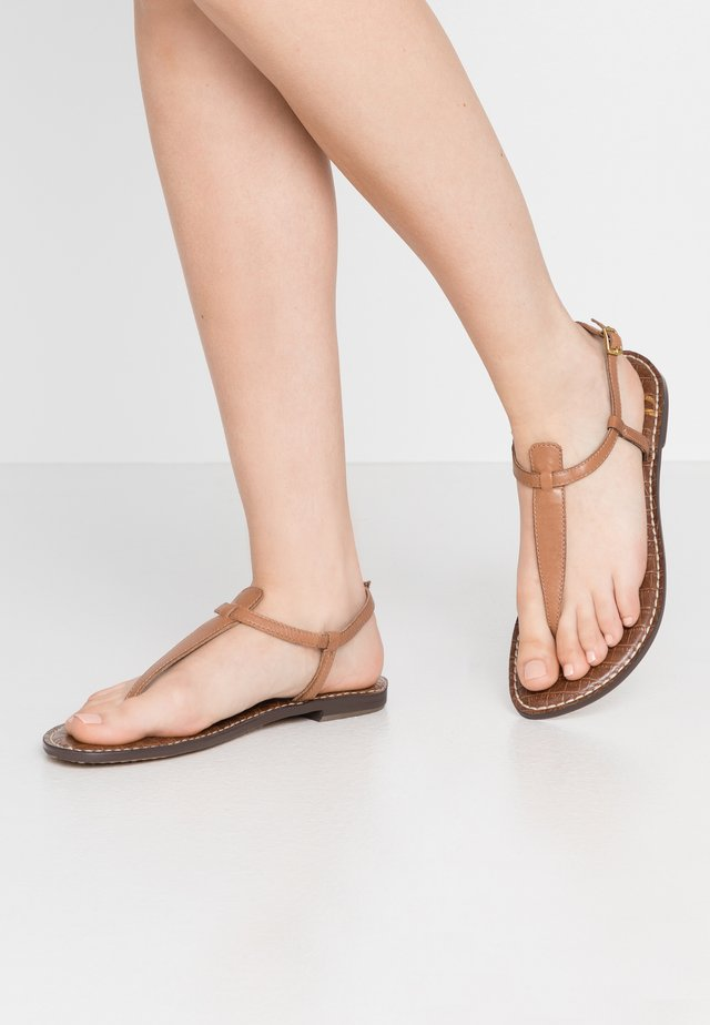GIGI - T-bar sandals - saddle