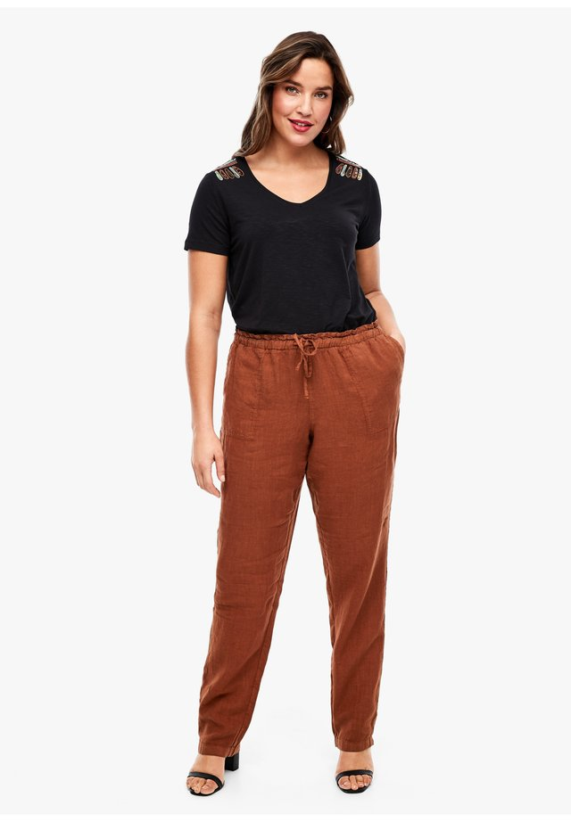 RELAXED FIT - Trousers - burned orange
