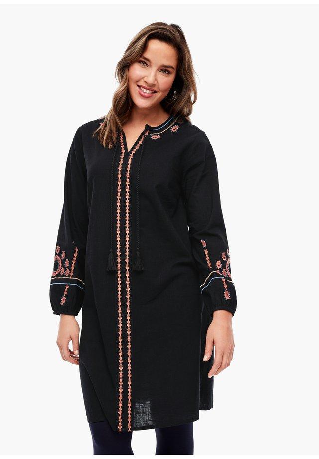 AUFWÄNDIG BESTICKTES TUNIKAKLEID - Korte jurk - black