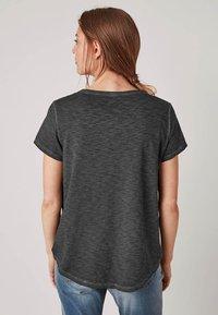 Triangle - MIT PAILLETTEN - T-Shirt print - black - 2