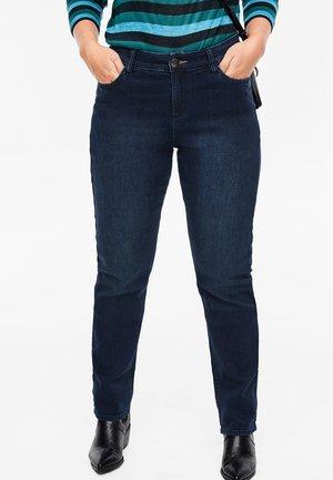 CURVY STRAIGHT LEG: STRETCHJEANS - Straight leg jeans - dark blue
