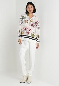 Stefanel - PANTALONE DETTAGLI PIEGHE - Spodnie materiałowe - off white - 1